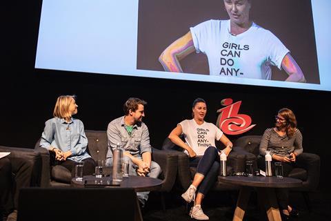 Girls can do anything: Jodie Morris, Rob Lowe, Miki Chojnaka and Yesim Kunter