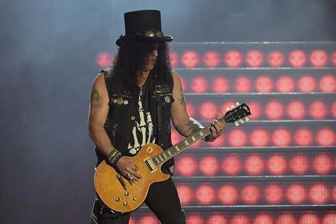 Slash on stage in 2017